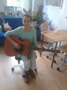 Sanne gitaarleerling